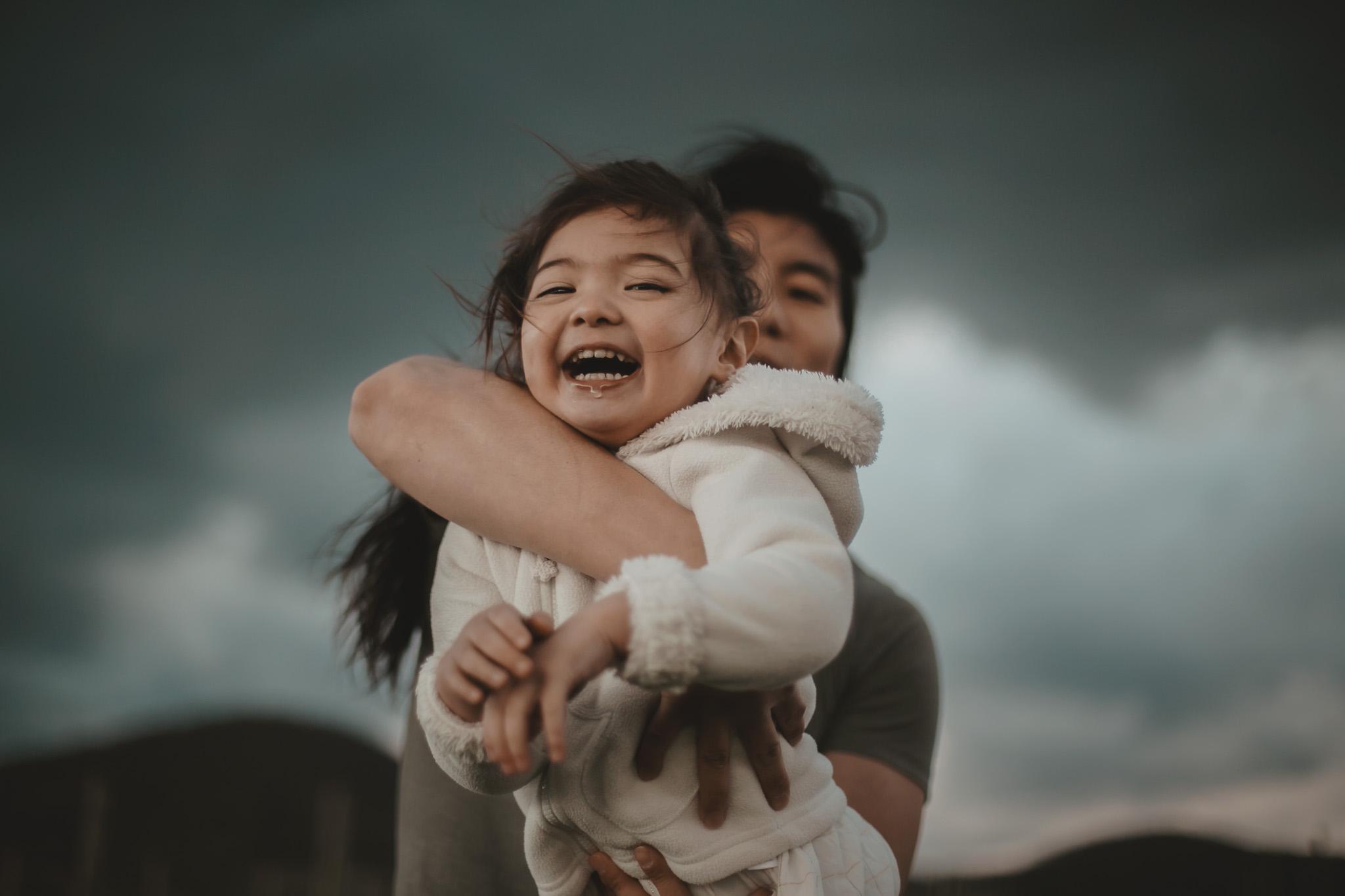 Séance photo, une famille en hiver, dans le vent et l'orage !